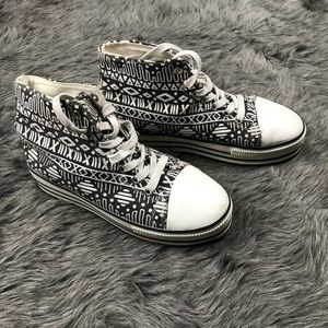 BDG black and white tribal platform sneakers sz 10